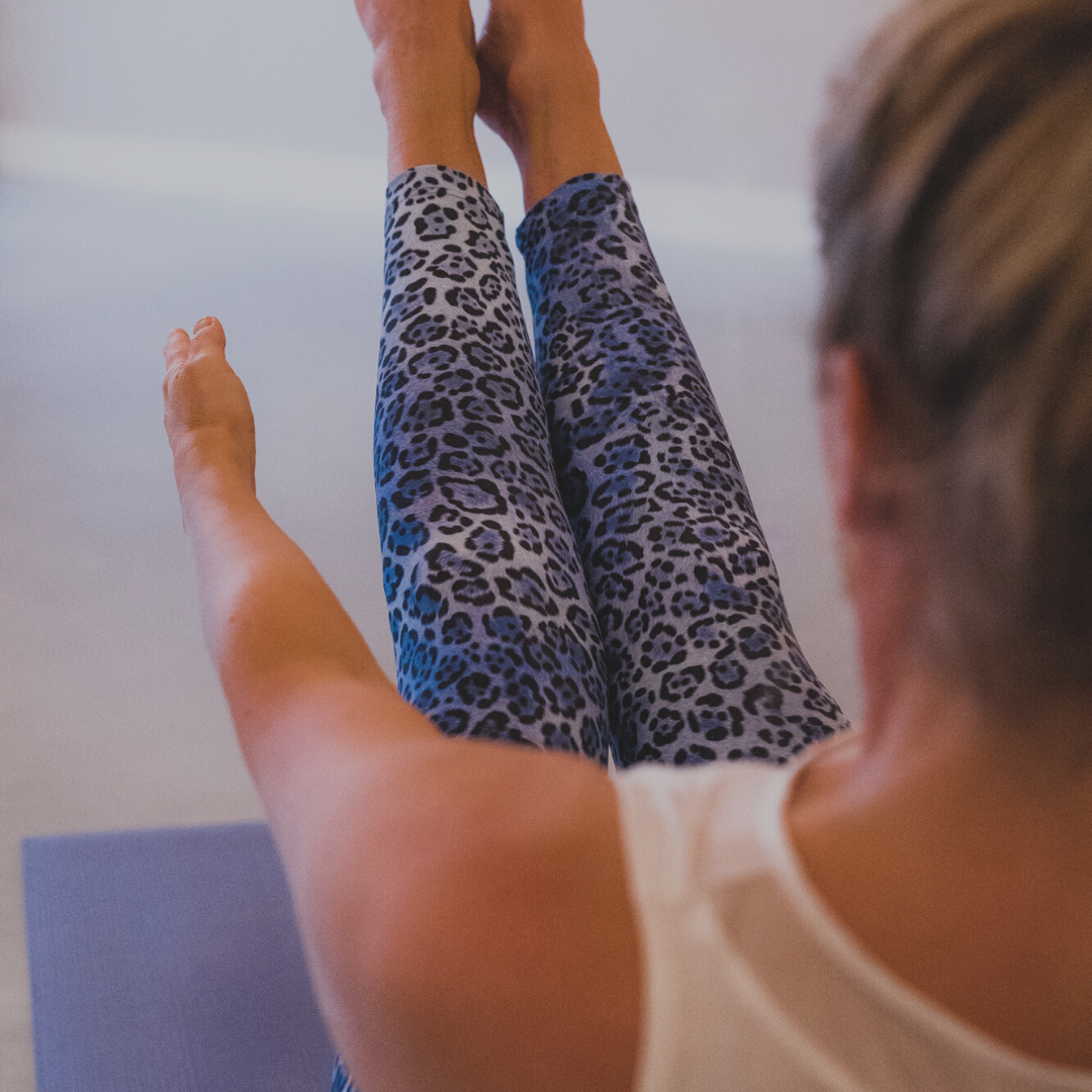 Shop Yoga Eindhoven-yogalegging print blauw.png